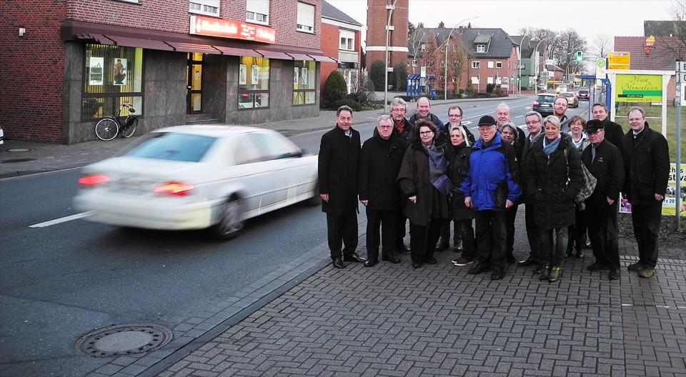 Bürgermeister Jürgen Lohmann, Reinhold Sendker MdB mit Vertretern der Pro-Umgehungsstraßen-Initiative und dem CDU Kreisvorstand