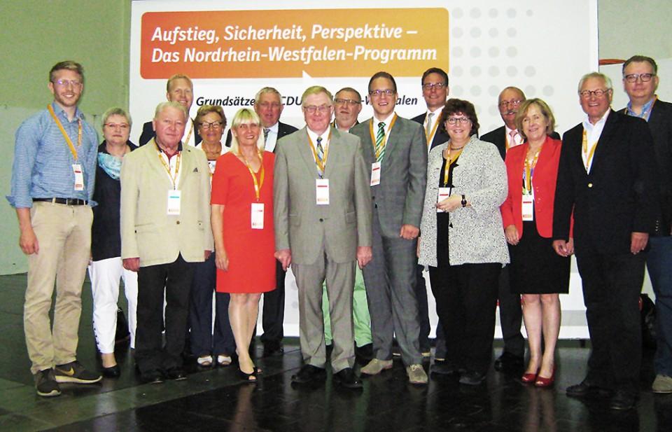 Kreisvorsitzender Reinhold Sendker MdB, die Landtagsabgeordneten Astrid Birkhahn und   Henning Rehbaum, sowie Staatssekretär Karl-Josef Laumann mit den Delegierten des CDU-Kreisverbands Warendorf-Beckum