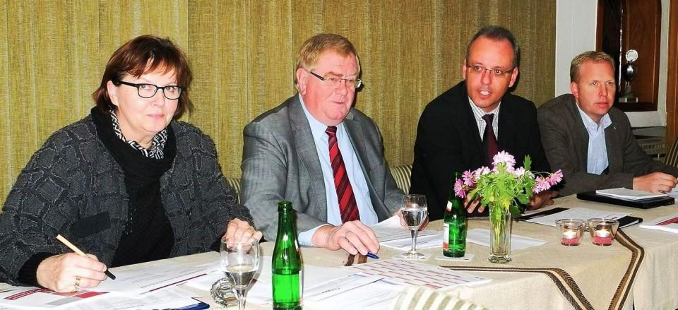 Bild: (v.l.) Astrid Birkhahn MdL, Reinhold Sendker MdB, Joachim Fahnemann und Henning Rehbaum MdL.