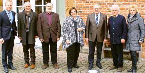 Treffen auf Hof Lohmann (v.l.) Henning Rehbaum, Antonius Wolters, Wilhelm Büker, Astrid Birkhahn, Reinhold Sendker, Franz-Josef Harbaum und Marion Schmelter