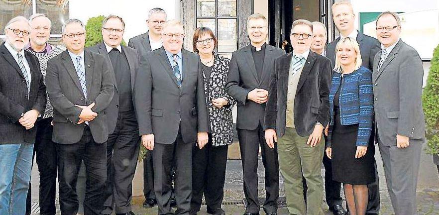 Unter der Leitung des CDU-Kreisvorsitzenden Reinhold Sendker und Weihbischof Dr. Stefan Zekorn trafen sich führende Vertreter des CDU-Kreisvorstandes und der katholischen Kirche.